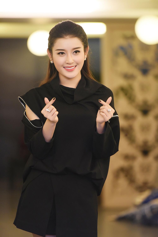 Á hậu Huyền My thổ lộ rất muốn lấy chồng trong buổi họp fans 5