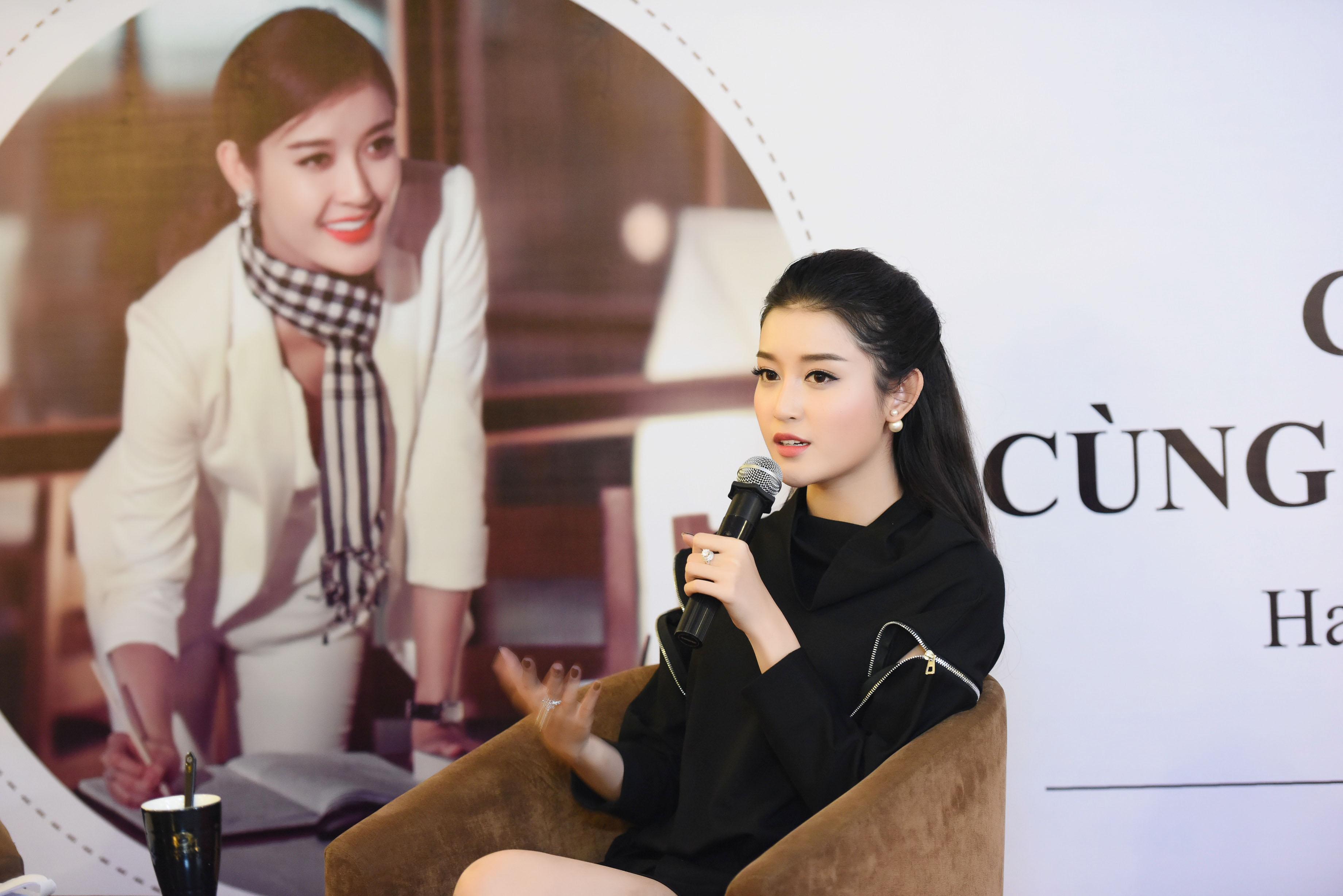 Á hậu Huyền My thổ lộ rất muốn lấy chồng trong buổi họp fans 11
