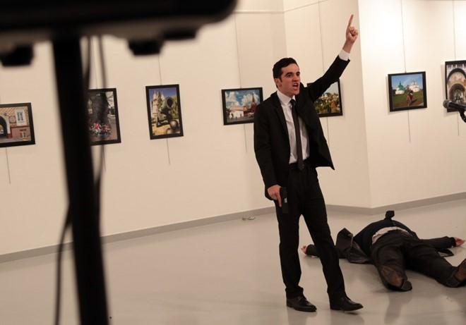 Đại sứ Nga bị một cảnh sát Thổ Nhĩ Kỳ ám sát 1