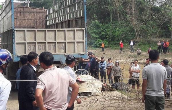 Tin TNGT ngày  21/12: Học sinh lớp 2 tử vong dưới bánh xe tải 2