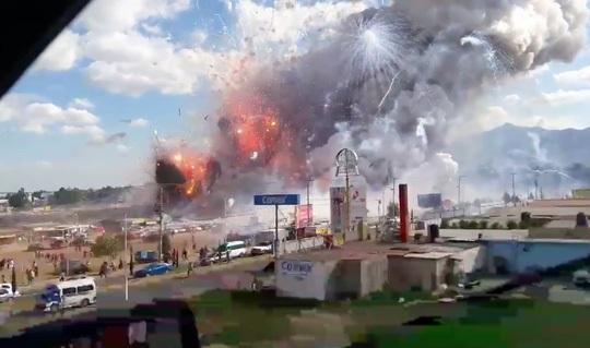 Nổ lớn chợ pháo hoa Mexico, gần 100 người thương vong 1