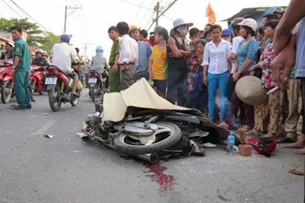 Tin TNGT mới nhất ngày 23/12: Tông đuôi xe khách, nam thanh niên tử vong 2