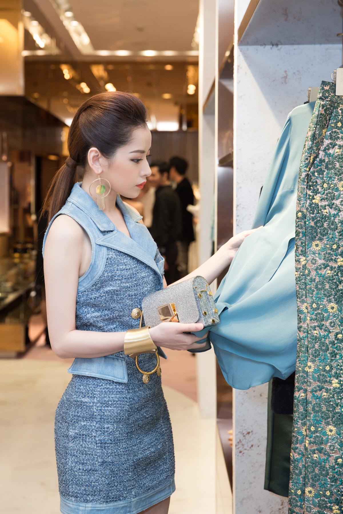 Hà Hồ, Chi Pu nổi bật dự sự kiện thời trang của bố mẹ chồng Hà Tăng 3
