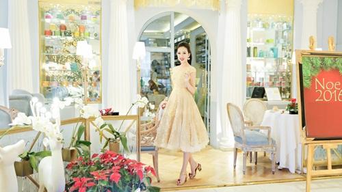 Hoa hậu Huỳnh Thúy Anh dịu dàng xuống phố ngày Noel 5