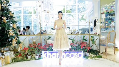 Hoa hậu Huỳnh Thúy Anh dịu dàng xuống phố ngày Noel 3