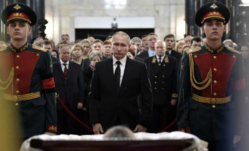 Thông điệp đằng sau bức ảnh Tổng thống Putin tiễn đưa đại sứ Nga 2