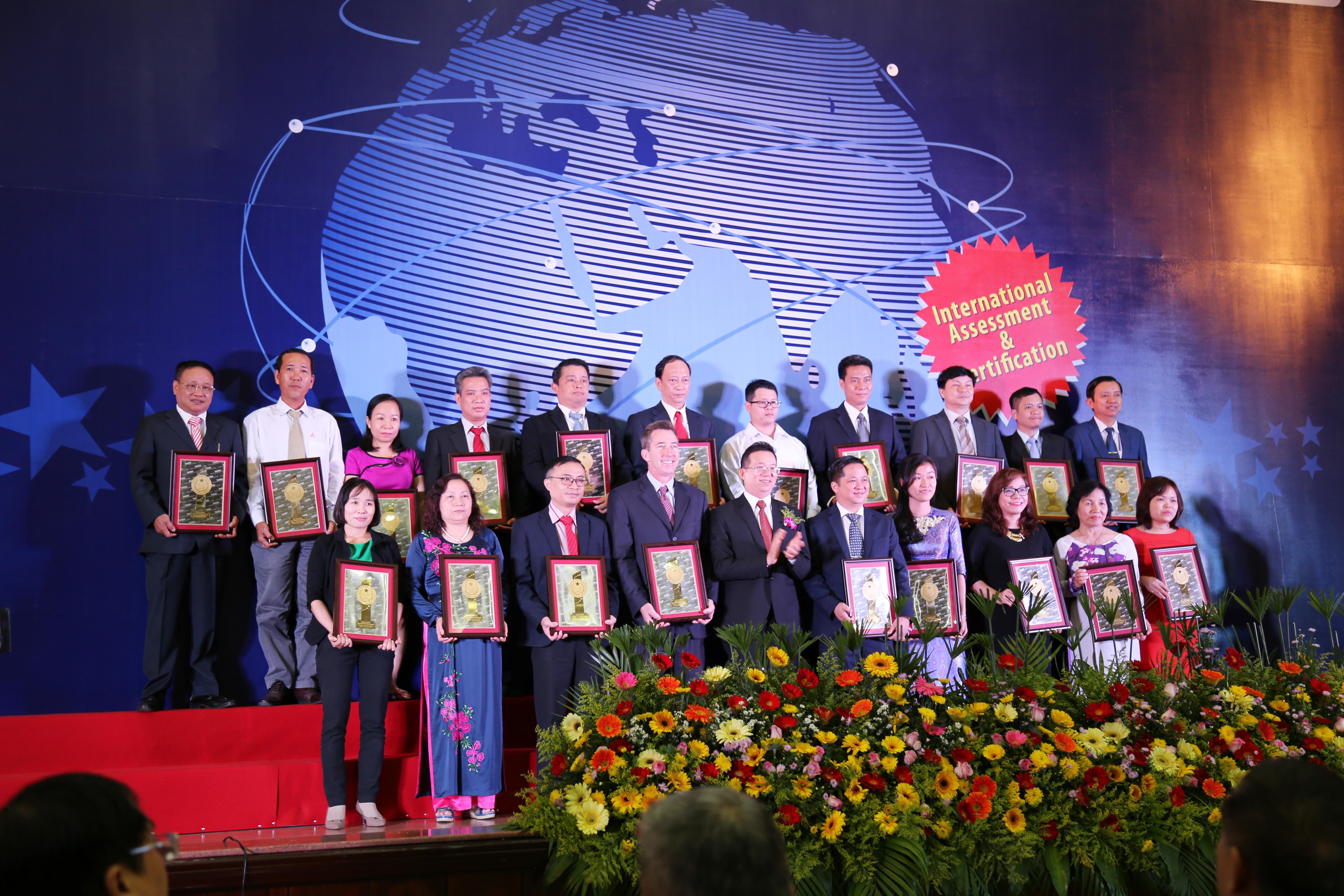Oriflame Việt Nam nhận Chỉ số tín nhiệm doanh nghiệp 2016 1