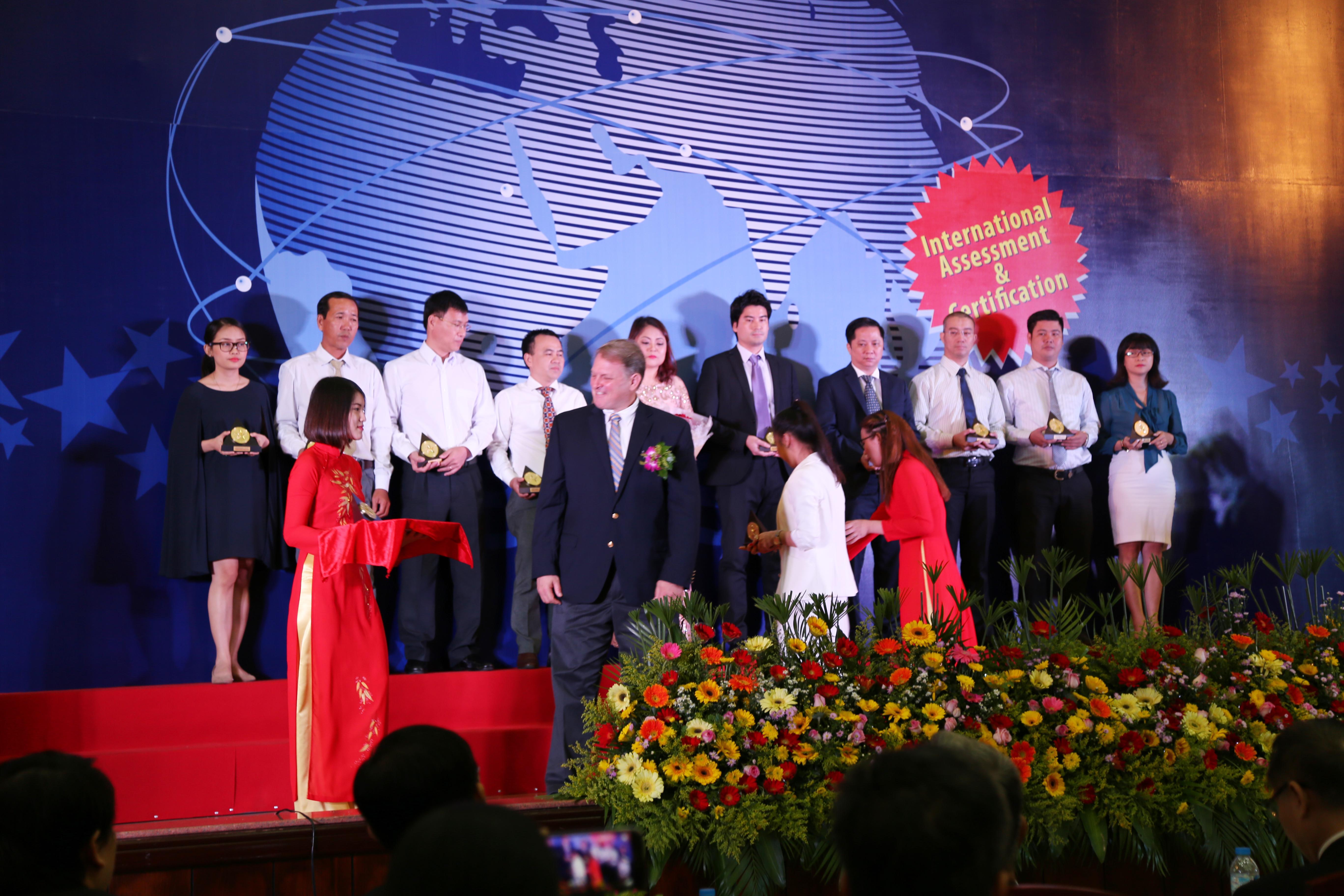 Oriflame Việt Nam nhận Chỉ số tín nhiệm doanh nghiệp 2016 2