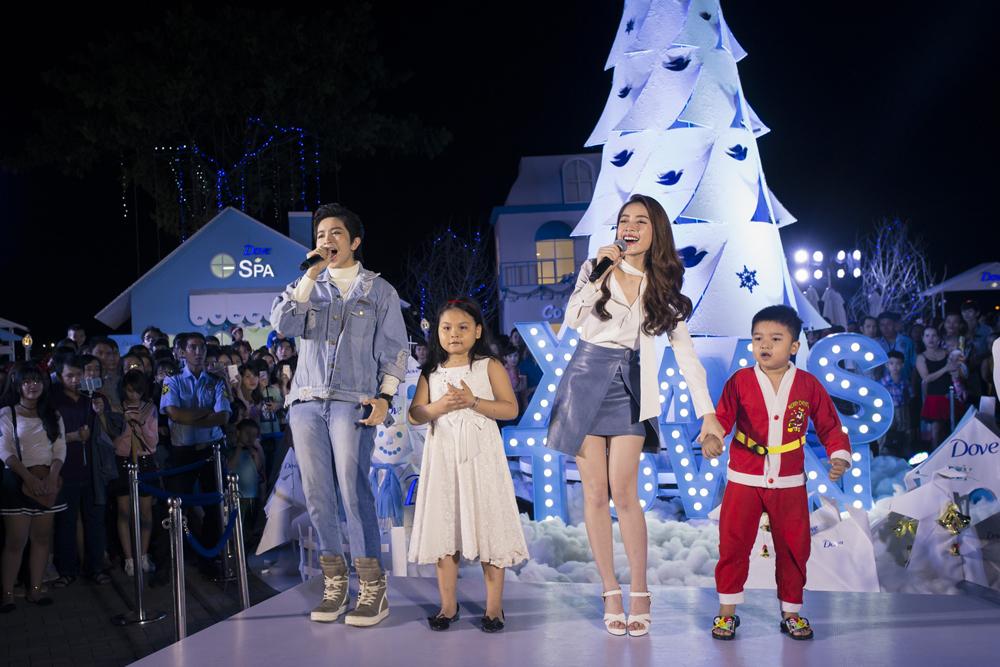 Chi Pu, Gil Lê đón Giáng sinh ấm áp bên nhau 2