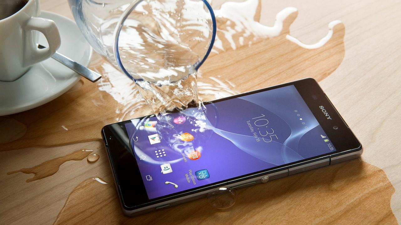Cứu smartphone khi bị vào nước trong vài bước đơn giản mà hiệu quả 1