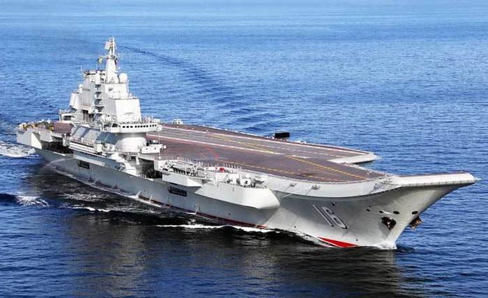 Tàu sân bay Liêu Ninh tiến vào Biển Đông 1