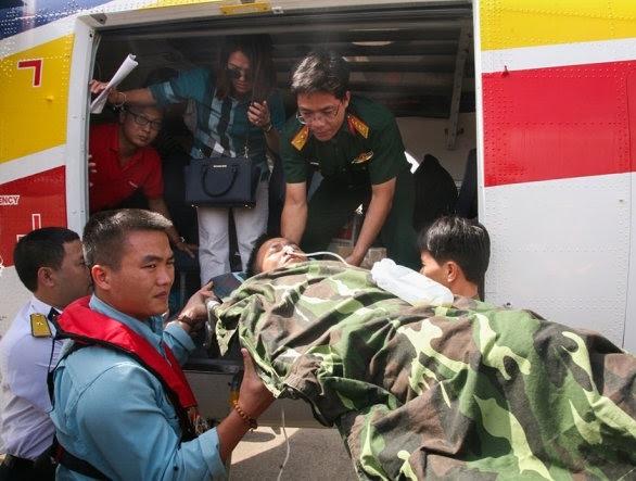 Thủy phi cơ đưa một thiếu tá ở Trường Sa về đất liền chữa trị 1