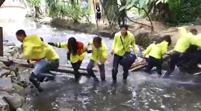 Nhóm phượt thủ 'tự sướng' làm sập cầu ở suối Cá Thần Thanh Hóa 1