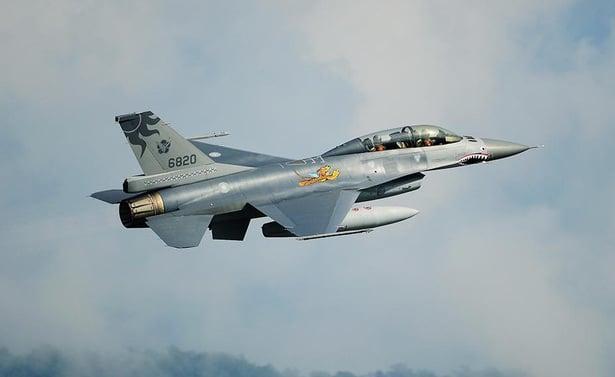 Đài Loan điều tiêm kích F-16 giám sát tàu sân bay Trung Quốc 1