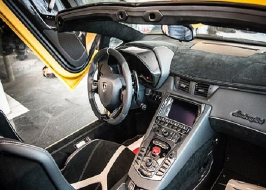 Lamborghini Aventador mui trần độc bản ở Việt Nam có giá 39 tỷ 4