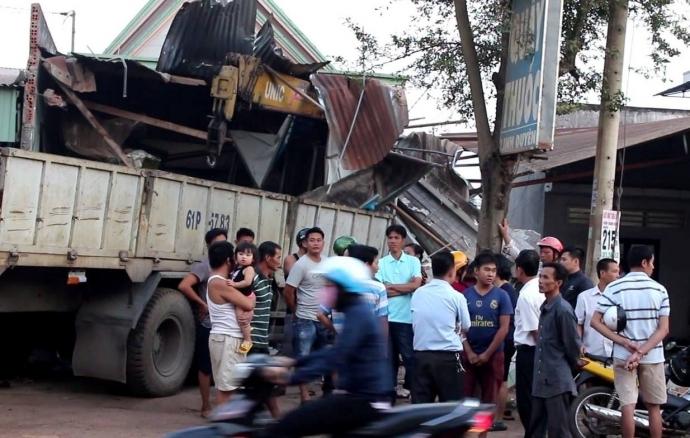 Tin TNGT mới nhất ngày 29/12: Lật xe chở đoàn khảo sát tuyến buýt nhanh 2