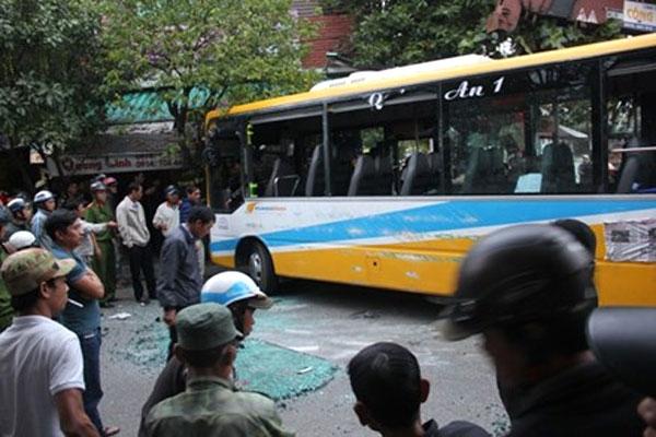 Tin TNGT mới nhất ngày 29/12: Lật xe chở đoàn khảo sát tuyến buýt nhanh 1
