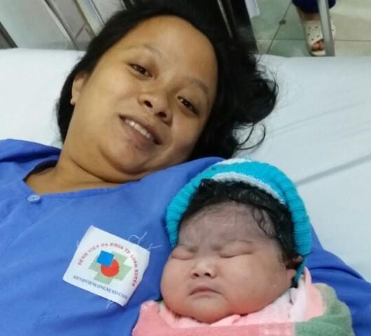 Sản phụ 23 tuổi ở miền Tây sinh bé gái nặng 5,2 kg 1