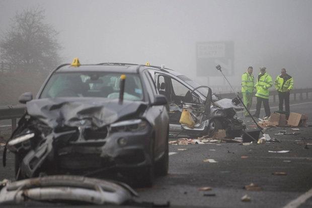 Tai nạn liên hoàn, hàng chục ô tô đâm chồng lên nhau 2