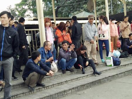 Nhà xe bỏ chuyến tại bến xe Mỹ Đình: Muốn đón khách nhưng không dám 4