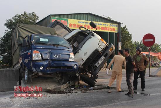 Tin TNGT mới nhất ngày 31/12: Tài xế xe lôi đâm vào cột điện tử vong 2