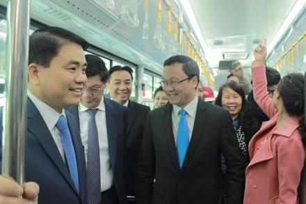 Lãnh đạo Hà Nội trải nghiệm xe buýt nhanh BRT trong ngày khai trương 1