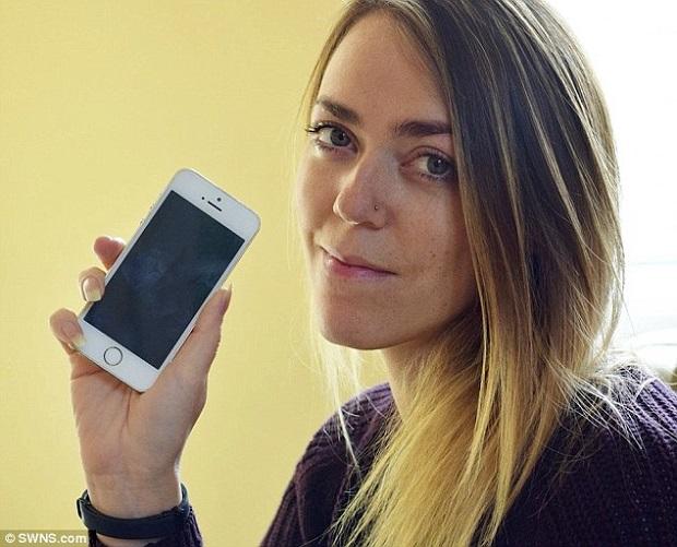 Hình ảnh Cô gái tá hỏa vì hàng trăm số điện thoại người nổi tiếng bất ngờ xuất hiện trong danh bạ số 1