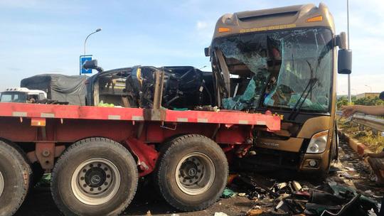 Tai nạn trên cao tốc Long Thành: 'Người văng khỏi chỗ, nằm đè lên nhau' 1