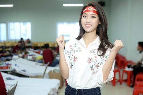 Hoa hậu Mỹ Linh, Á hậu Thanh Tú xinh tươi rạng rỡ đi hiến máu 4