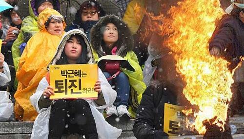 Hàn Quốc: Nhà sư tự thiêu phản đối thỏa thuận nô lệ tình dục Nhật-Hàn 1