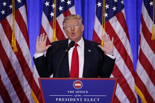 Trump nói Trung Quốc lấn lướt Mỹ, xây pháo đài lớn ở Biển Đông 1