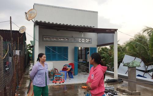 Hình ảnh Lốc xoáy bất ngờ xuất hiện, cuốn sập nhiều nhà dân ở miền Tây số 1