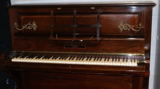 Bất ngờ với kho báu vàng được giấu trong chiếc đàn piano cũ 1