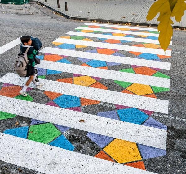 Hình ảnh Tròn mắt với những vạch sang đường đầy tính nghệ thuật khiến ai cũng muốn qua số 3