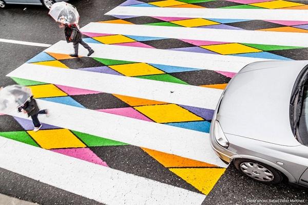 Hình ảnh Tròn mắt với những vạch sang đường đầy tính nghệ thuật khiến ai cũng muốn qua số 12