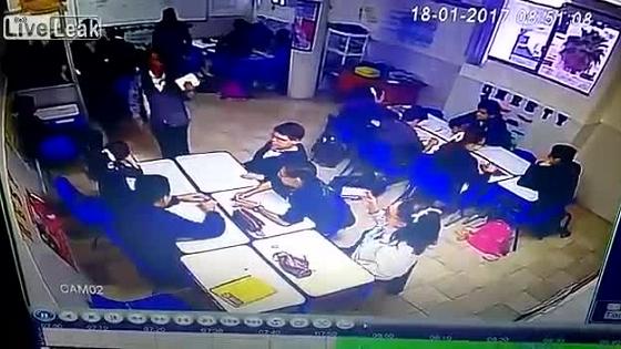 Video: Nam sinh trầm cảm nã súng vào giáo viên và các bạn 1