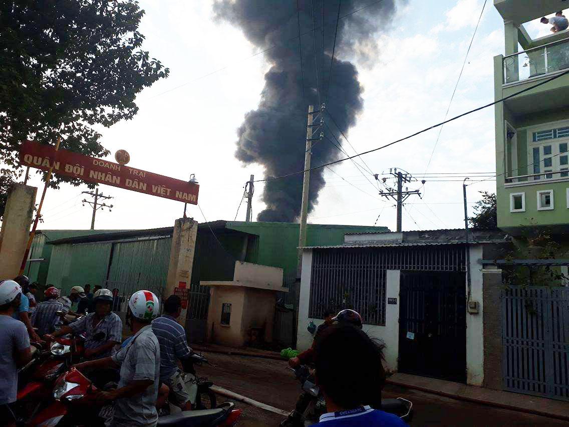 TPHCM: Cháy lớn kho hóa chất lúc rạng sáng 2