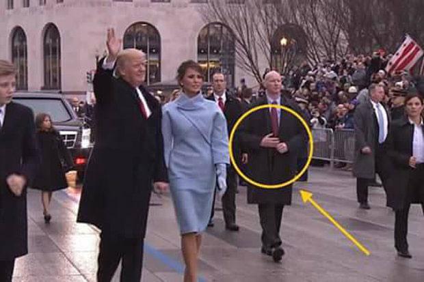 Video sự thật mật vụ Mỹ dùng tay giả hộ tống ông Trump 1
