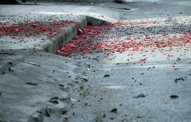 Pháo hoa, pháo nổ vẫn rợp trời đêm Giao thừa và sáng Mùng 1 Tết 1