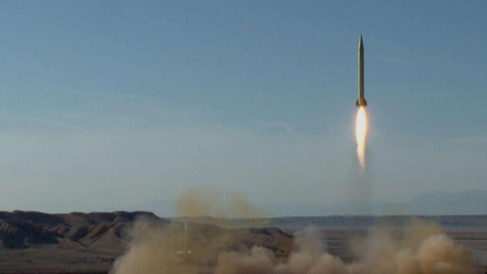 Iran phóng tên lửa, Trump áp dụng lệnh trừng phạt mới 1