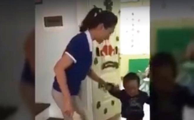 Đình chỉ vô thời hạn cơ sở mầm non có giáo viên dùng dép đánh trẻ 1