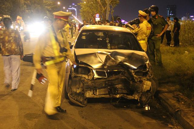 Tai nạn liên hoàn: Ô tô đâm 3 xe máy, 4 người bị thương 1