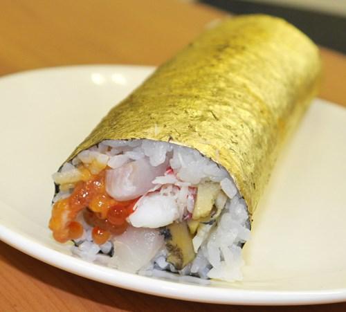Hình ảnh Đầu năm không tiếc tiền chi hơn 2 triệu ăn một cuộn sushi số 2