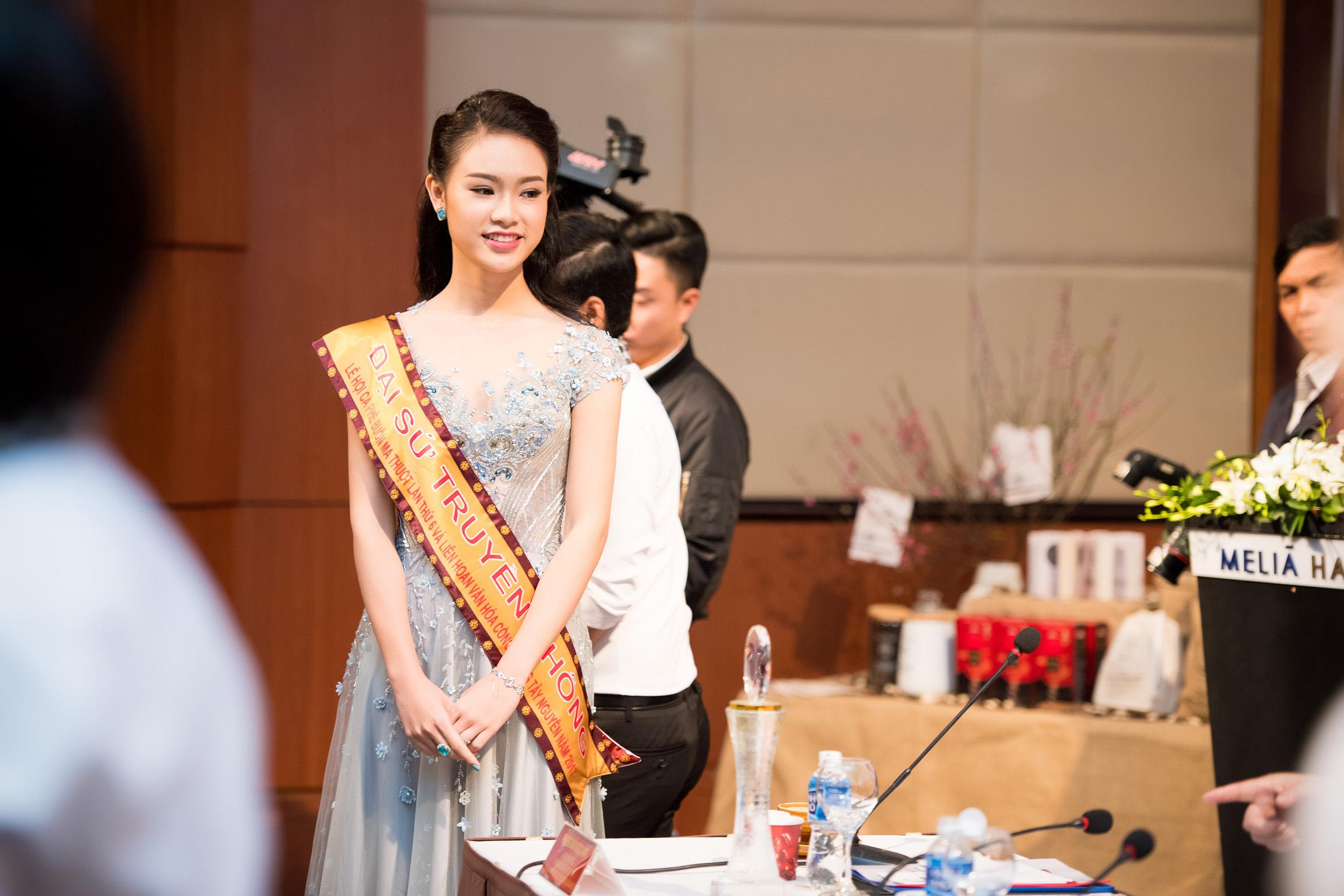 Người đẹp học giỏi nhất Hoa hậu Việt Nam làm đại sứ Lễ hội cafe Buôn Ma Thuột 7