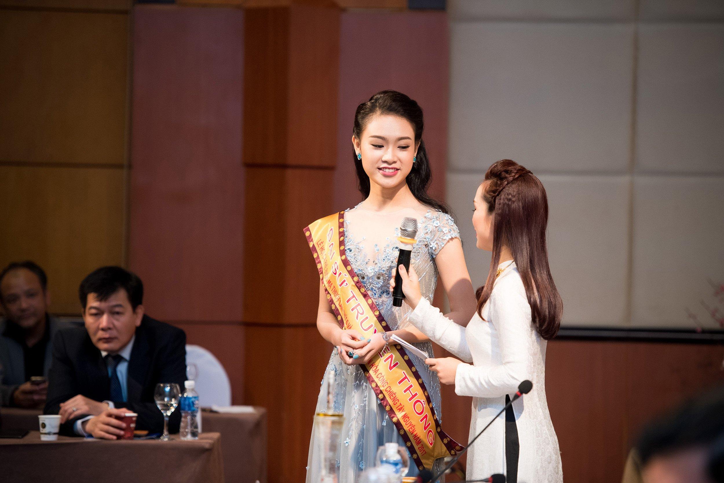 Người đẹp học giỏi nhất Hoa hậu Việt Nam làm đại sứ Lễ hội cafe Buôn Ma Thuột 8
