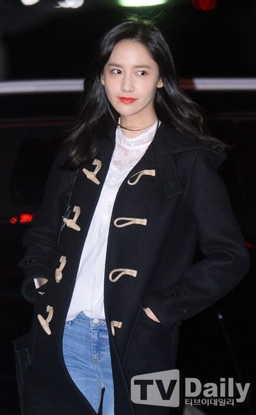 Yoona (SNSD) xuất hiện rạng rỡ tại sân bay Tân Sân Nhất 9