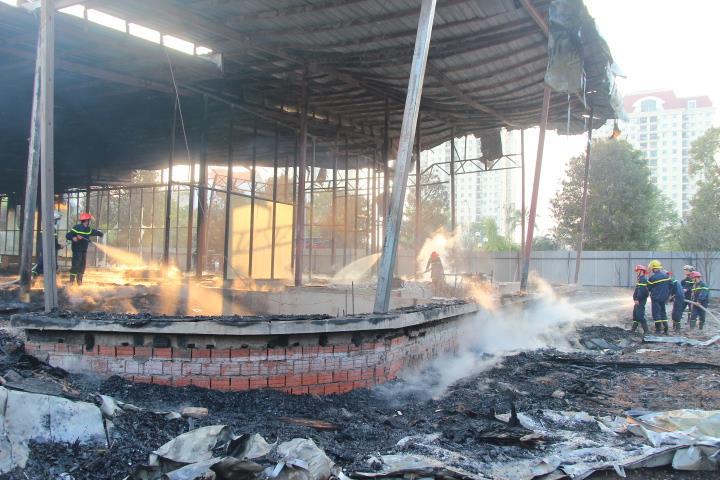 Cháy lớn tại khu đất ven hồ Tây 3