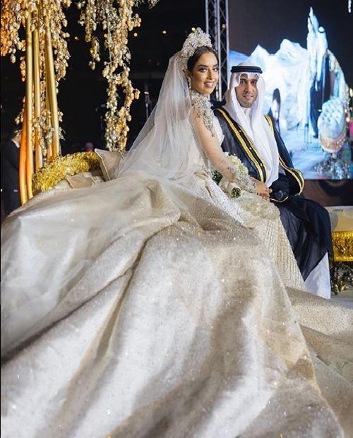 Sững sờ ngắm váy cưới đính 24.000 viên kim cương tỷ phú Dubai tặng vợ 1