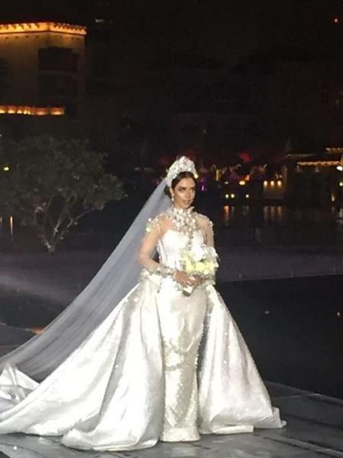 Sững sờ ngắm váy cưới đính 24.000 viên kim cương tỷ phú Dubai tặng vợ 2