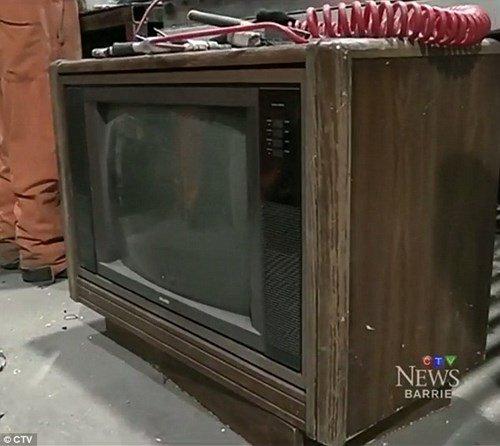 Hình ảnh Giấu tiền tỷ trong chiếc tivi cũ, 30 năm sau mới tìm lại được số 1